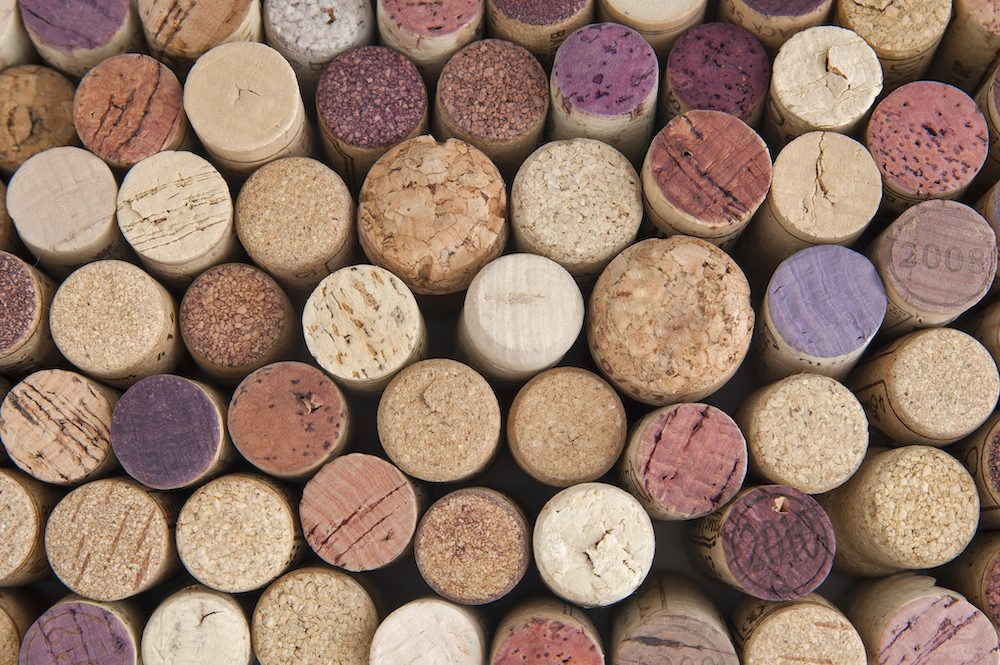 Use old wine corks for a mat